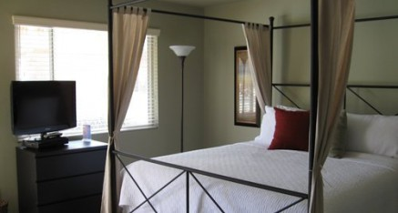 writers retreat - private bedroom